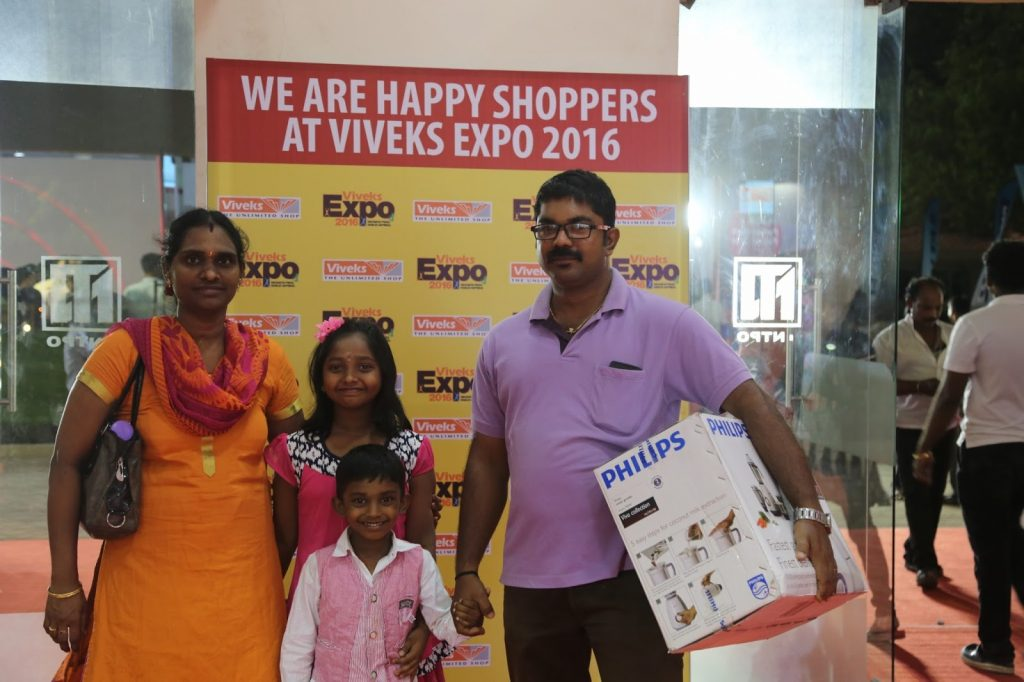 Happy Customers at Viveks Expo 2016